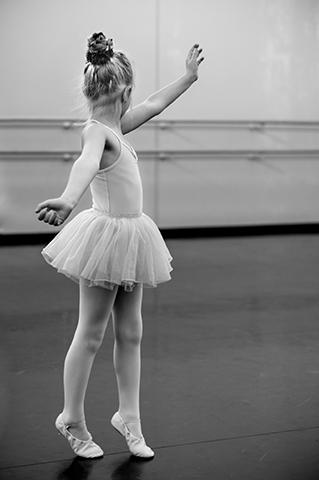 fetita mica balerina